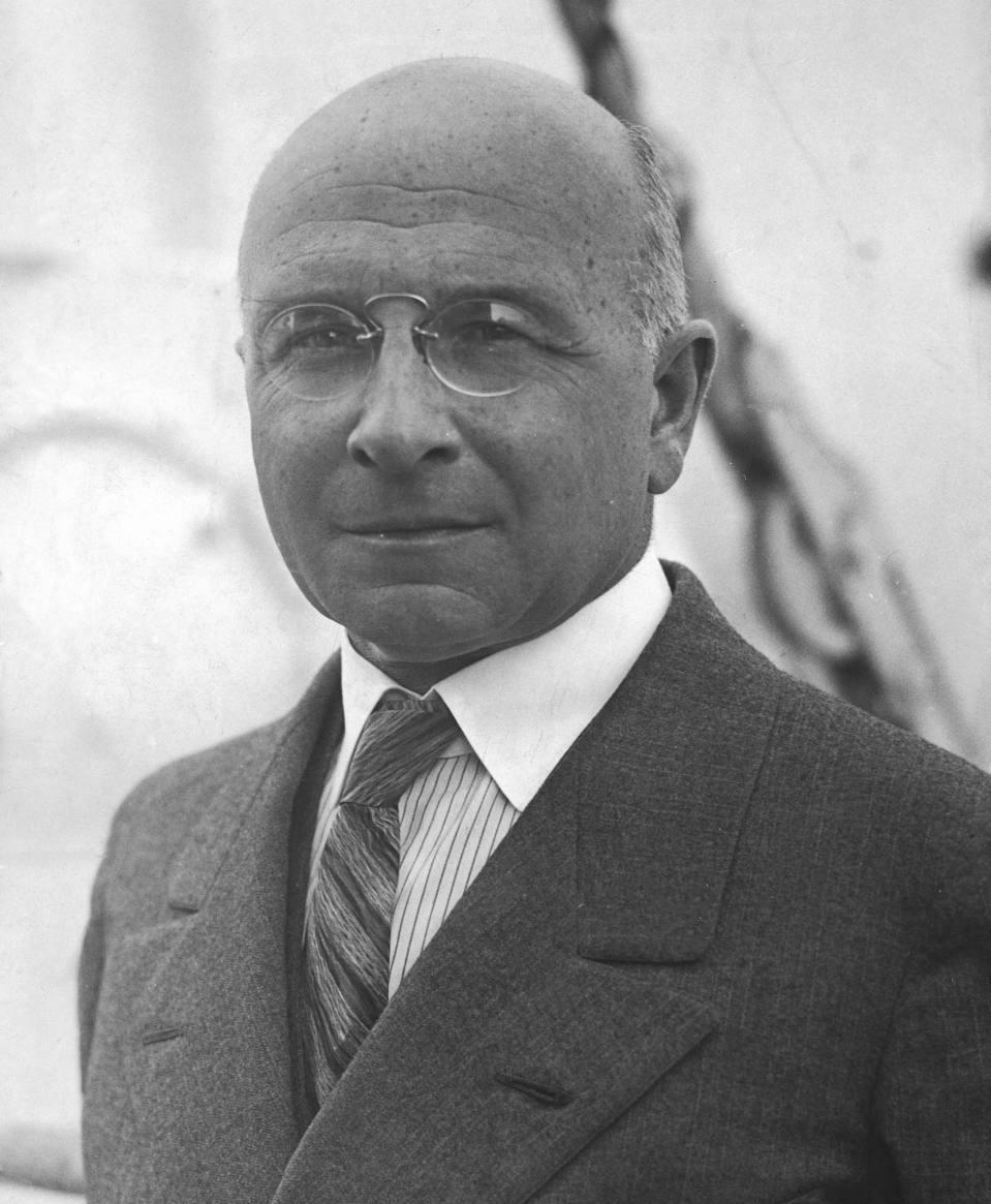 Alexis-Carrel-1873-1944-2